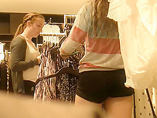 Teens shoppin' (Graz 8)